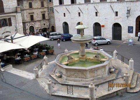 Assisi náměstí